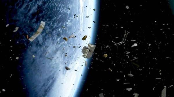 """""""ناسا"""": 100 طن من النفايات الفضائية سقطت على الأرض عام 2014"""