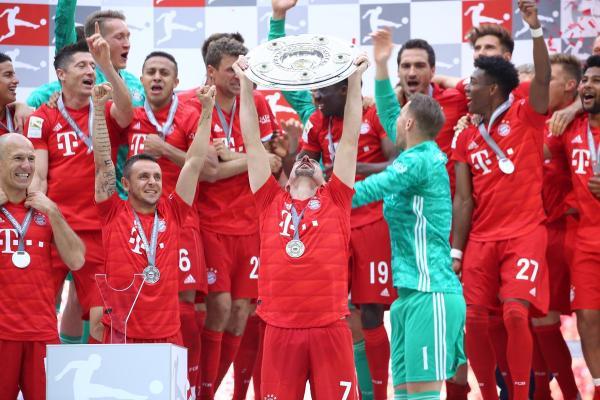 تتويج بايرن ميونيخ ببطولة الدوري الألماني للمرة السابعة على التوالي