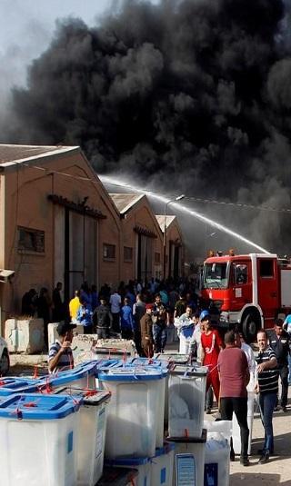 """حريق """"متعمد"""" في مخزن لصناديق الاقتراع ببغداد ورئيس مجلس النواب يدعو لإعادة الانتخابات"""