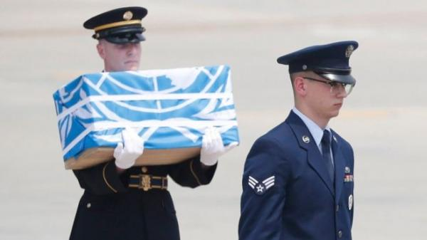 كوريا الشمالية تعيد رفات جنود أمريكيين في صناديق مغطاة بعلم الامم المتحدة