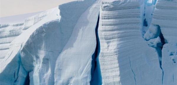 جبل جليدي بحجم مدينة سيدني ينفصل عن شرق القارة القطبية الجنوبية