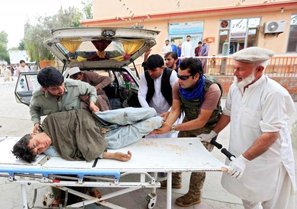 ارتفاع ضحايا التفجيرات التي استهدفت مسجدا في افغانستان الى أكثر من 160 شخصا