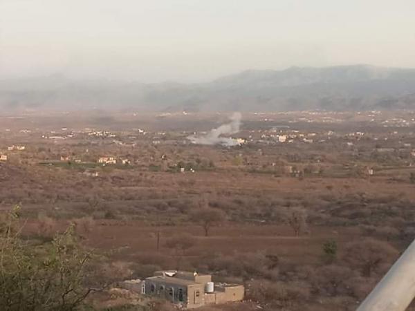 استشهاد أب وابنته وإصابة أفراد الأسرة بقصف حوثي على قرية بتار غربي الفاخر بالضالع
