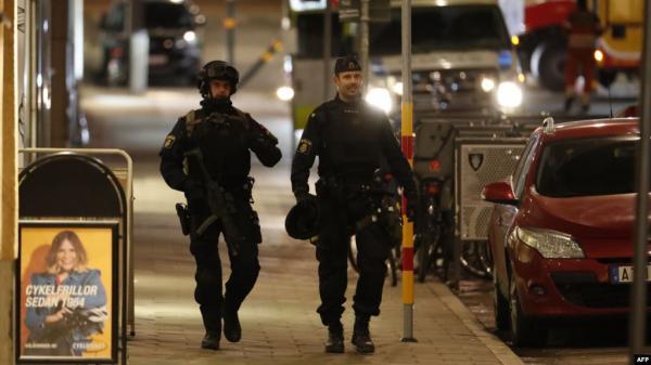 السويد تعتقل إيرانيا بتهمة المشاركة بعمليات إعدام جماعية في طهران