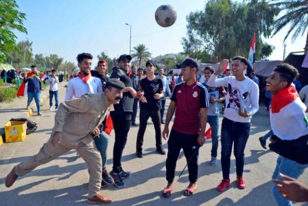 مباراة العراق وإيران: شاشات في ساحة التحرير والاحتجاجات تنقل المباراة من البصرة إلى الأردن