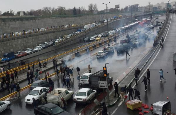 انتفاضة إيران.. مقتل أكثر من 60 متظاهراً في الأحواز