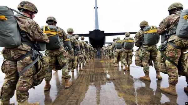 مسؤولون أمريكيون: 14 ألف جندي أمريكي وعشرات السفن لردع إيران