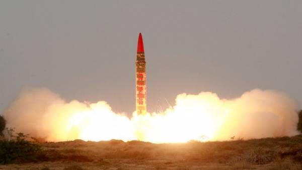 صنداي تايمز: السعودية تسعى لشراء سلاح نووي من باكستان