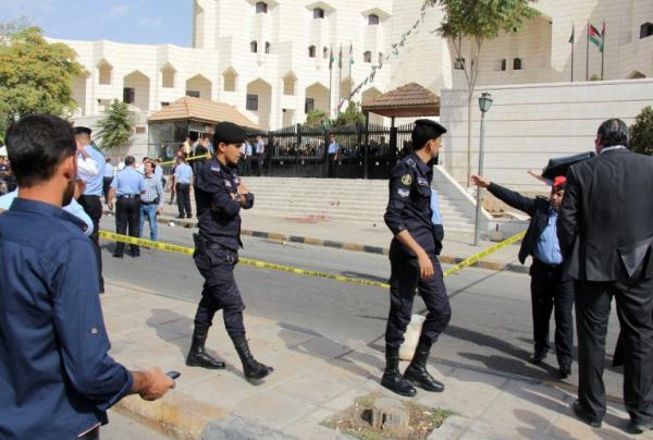 اغتيال الكاتب الصحافي الاردني ناهض حتر امام قصر العدل وسط عمان