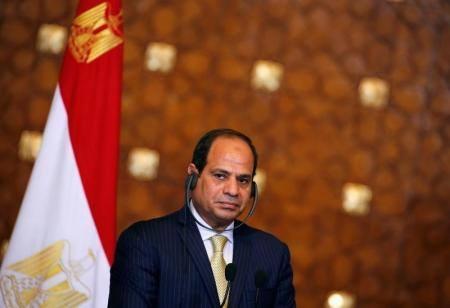 الرئيس المصري يتعهد بمراجعة قانون التظاهر والاعتقالات
