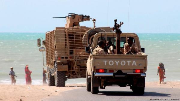 مركز الدراسات الاستراتيجية الأمريكي (CSIS): إيران تعمل على إنشاء جسر بري عبر اليمن عن طريق مليشيا الحوثيين لتهديد مضيق باب المندب