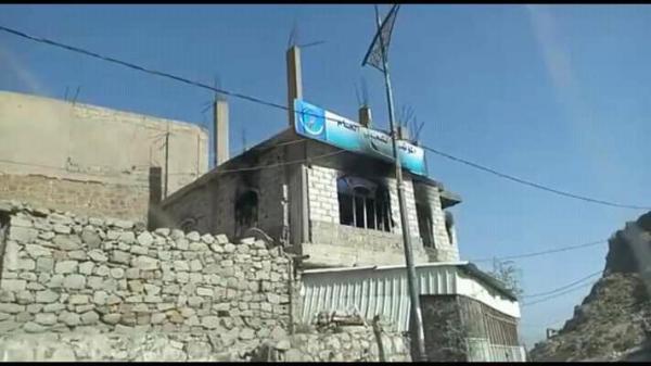 مسلحو الإصلاح يهاجمون منازل ومقرات أعضاء المؤتمر غرب مدينة تعز ومقار كتائب العباس