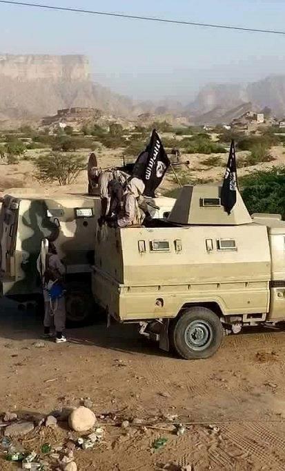 اليمن: مدرعات إماراتية عبرت إلى حضرموت وسط استنفار للقاعدة في المكلا