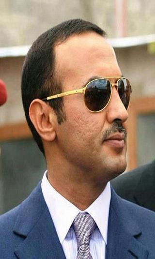 أحمد علي عبدالله صالح يجري اتصالاً هاتفياً بالخضر العزاني للاطمئنان على صحته