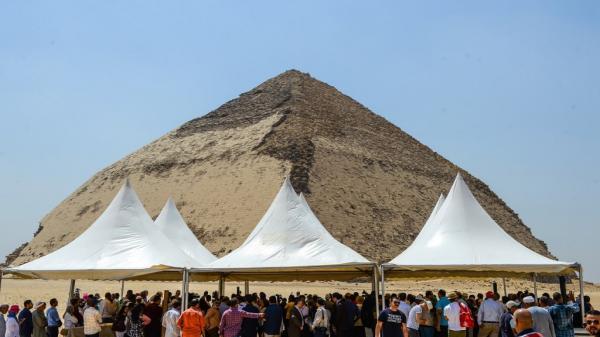 السلطات المصرية تسمح للسياح بزيارة هرمين في دهشور لأول مرة منذ 1965