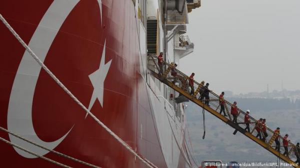 أردوغان يتحدى وماكرون يحذر من التنقيب عن الغاز قبالة قبرص