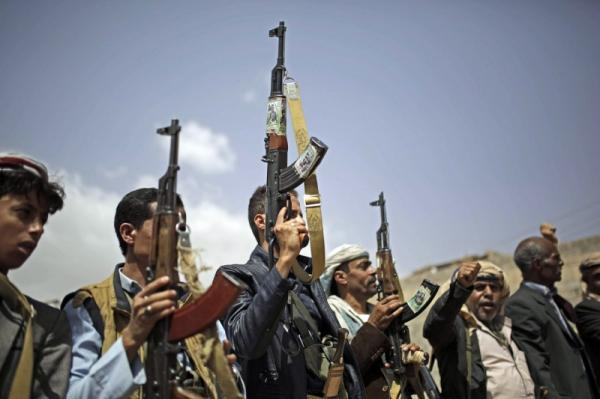 بقرار غير معلن.. مليشيا الحوثي تدمج لجانها الشعبية بالأجهزة الأمنية