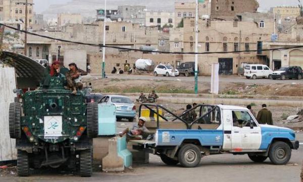 مليشيا الحوثي تقتحم منزل برلماني في العاصمة صنعاء وتنهب محتوياته