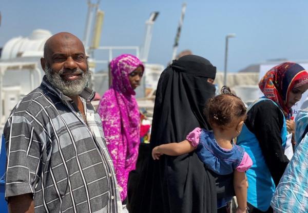 إجلاء 114 لاجئاً صومالياً عبر ميناء عدن بشكل طوعي