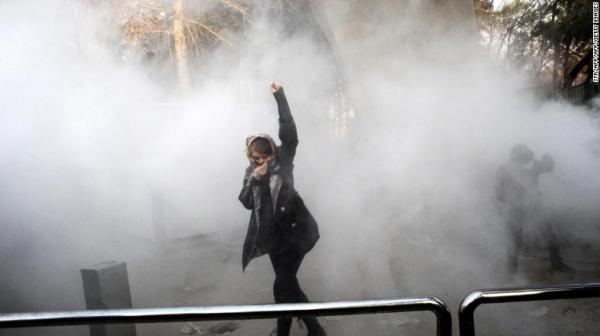 """يريد نشرها في الأحياء السكنية.. خامنئي يستحضر نموذج """"اللجان الثورية"""" في مواجهة الانتفاضة الايرانية"""