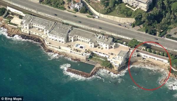 ديلي ميل: سباحون عراة في مظاهرات الاحتجاج.. السلطات الفرنسية تؤمن للملك السعودي &#34نفقا&#34 إلى الشاطئ (ترجمة)