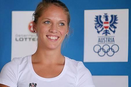 أخبار سيئة.. لاعبة القفز بالزانة النمساوية غرونبرغ أصيبت بالشلل