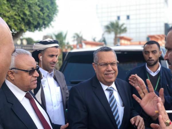 الدكتور بن دغر يصل العاصمة المصرية للمشاركة في مؤتمر البرلمان العربي