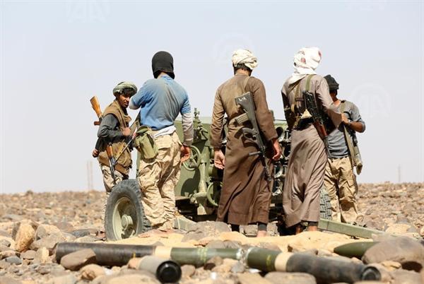 قصف مدفعي يدمر تعزيزات حوثية في حريب نهم