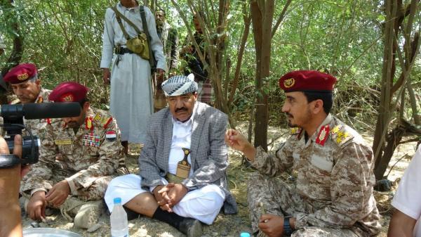 الجندي يتوسل أبناء تعز إعطاءه مقاتلين ويهدد بفصل مديري المديريات