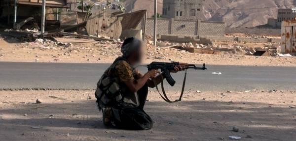 قاعدة اليمن يتبنى استهداف قائد العسكرية الأولى بحضرموت