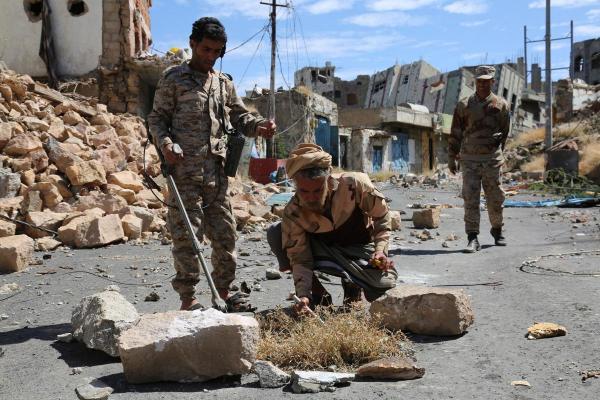 القوات الحكومية تجبر مليشيا الحوثي على الفرار وتفشل محاولة زحف بتعز