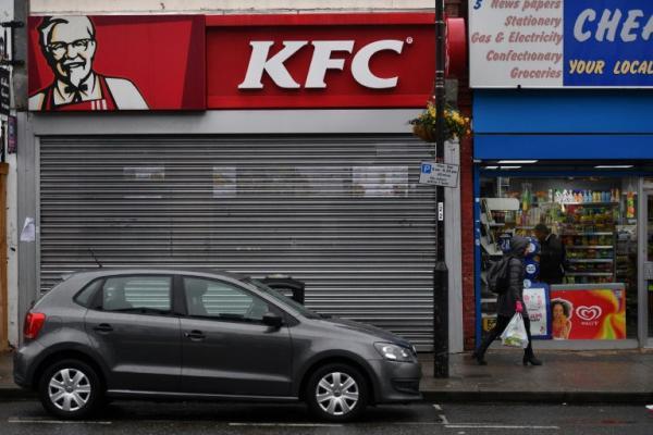 استمرار اغلاق مئات مطاعم &#34كاي اف سي&#34 في بريطانيا بسبب مشكلة في توصيل الدجاج