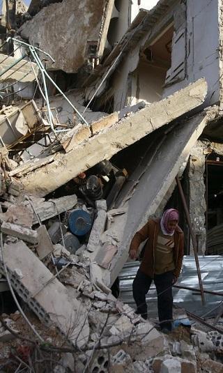 القنابل تنهمر على غوطة دمشق ومجلس الأمن يؤجل التصويت على مشروع قرار