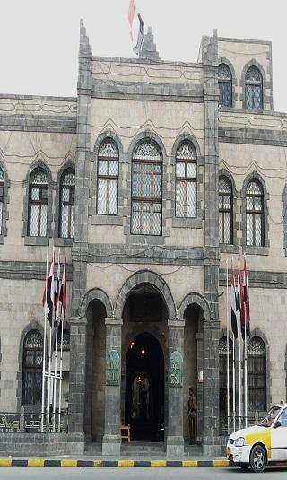 المليشيا تستبدل مقتنيات الشهيد الزعيم في المتحف الحربي بملابس الصريع حسين الحوثي