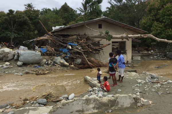 إندونيسيا: عشرات القتلى والجرحى في فيضانات بإقليم بابوا
