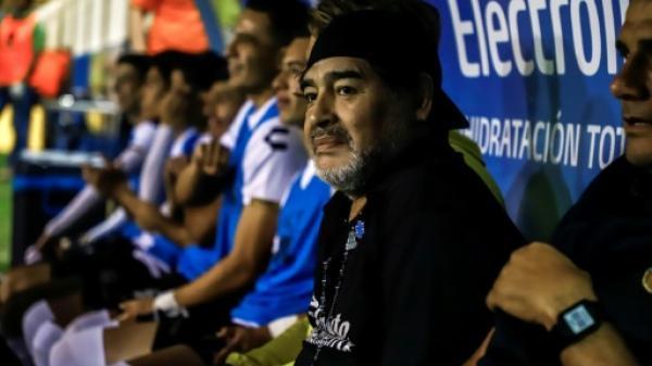 مارادونا يعتزم ترك منصب المدرب في فريقه المكسيكي احتجاجا على التحكيم