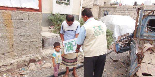 مركز الملك سلمان يدشن توزيع 3300 سلة غذائية على النازحين القادمين من شمالي الضالع