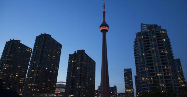 شاحنة تدهس مارة وسط تورونتو في كندا وتوقع عددا من القتلى والجرحى