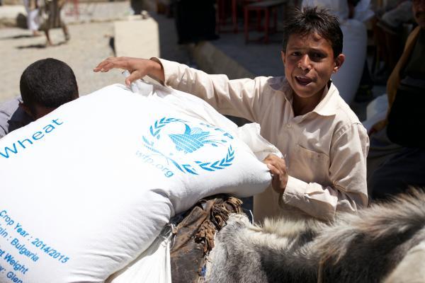 مليشيا الحوثي تُصادر مخازن مساعدات تابعة لبرنامج الغذاء في حجة