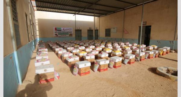 مساعدات غذائية إماراتية لأسر الشهداء في تبن ويهر بلحج