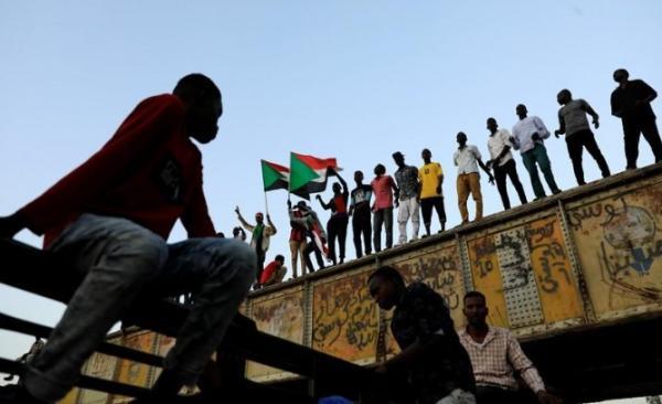 وكالة: القوات السودانية تضبط أسلحة وأحزمة ناسفة خلال مداهمة عقار