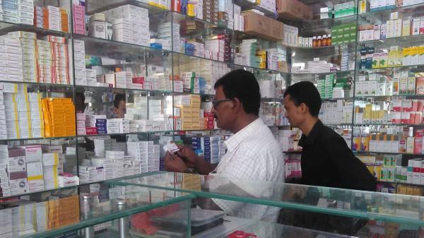 مليشيا الحوثي تلزم شركات الأدوية دفع إتاوات باهظة غير قانونية وتزويدها بالمعلومات المتكاملة عن مبيعاتها
