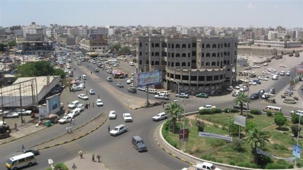 عدن.. إصابة 3 مواطنين برصاص مسلح في سوق بالشيخ عثمان