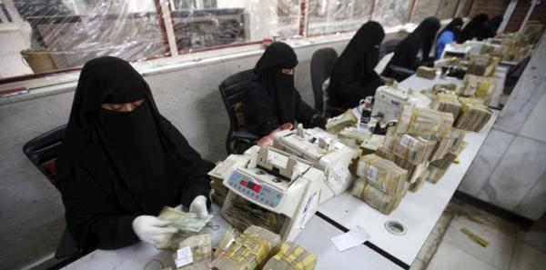 المركزي اليمني يعلن عن مصارفة وتحويل مبلغ 11 مليار ريال لتغطية واردات المشتقات النفطية