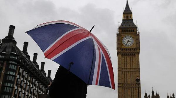 بريطانيا تنصح حاملي الجنسية البريطانية الإيرانية المزدوجة بعدم السفر لإيران