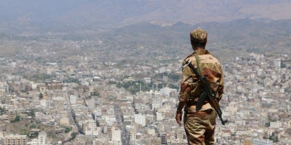 إصابة قائد حراسة مدير شرطة تعز برصاص مطلوبين