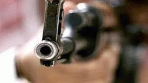 رجل يقتل زوجته ويصيب شقيقتها بسبب تأخر وجبة العشاء في تعز