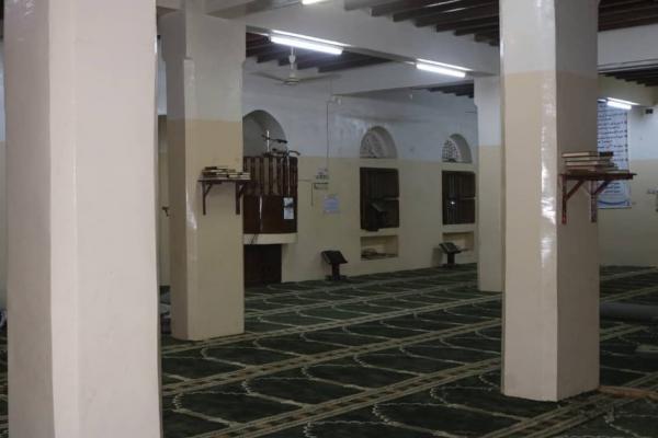 بدعم إماراتي.. تأثيث 15 مسجداً في مدينتي المخا وحيس بالساحل الغربي