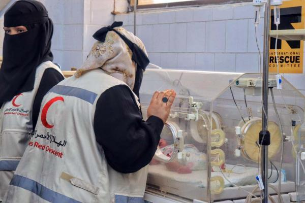 الإمارات تبدأ حملة توزيع المكملات الغذائية لـ5 آلاف أم وطفل يمني