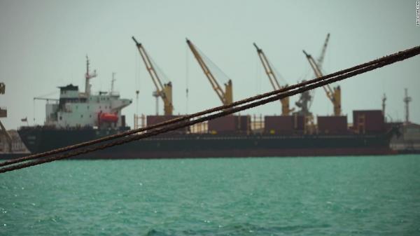 وصول 13 سفينة وقود إلى ميناء الحديدة